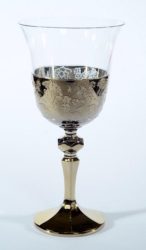 Кристален в злато ритуален бокал за църковен брак.