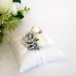 """Възглавничка за халки """"сребро и бяли цветя"""""""